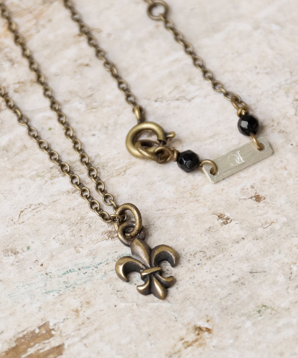 PIECE OF CHORD/ピースオブコード/ANTIQUE BRASS LILY NECKLACE
